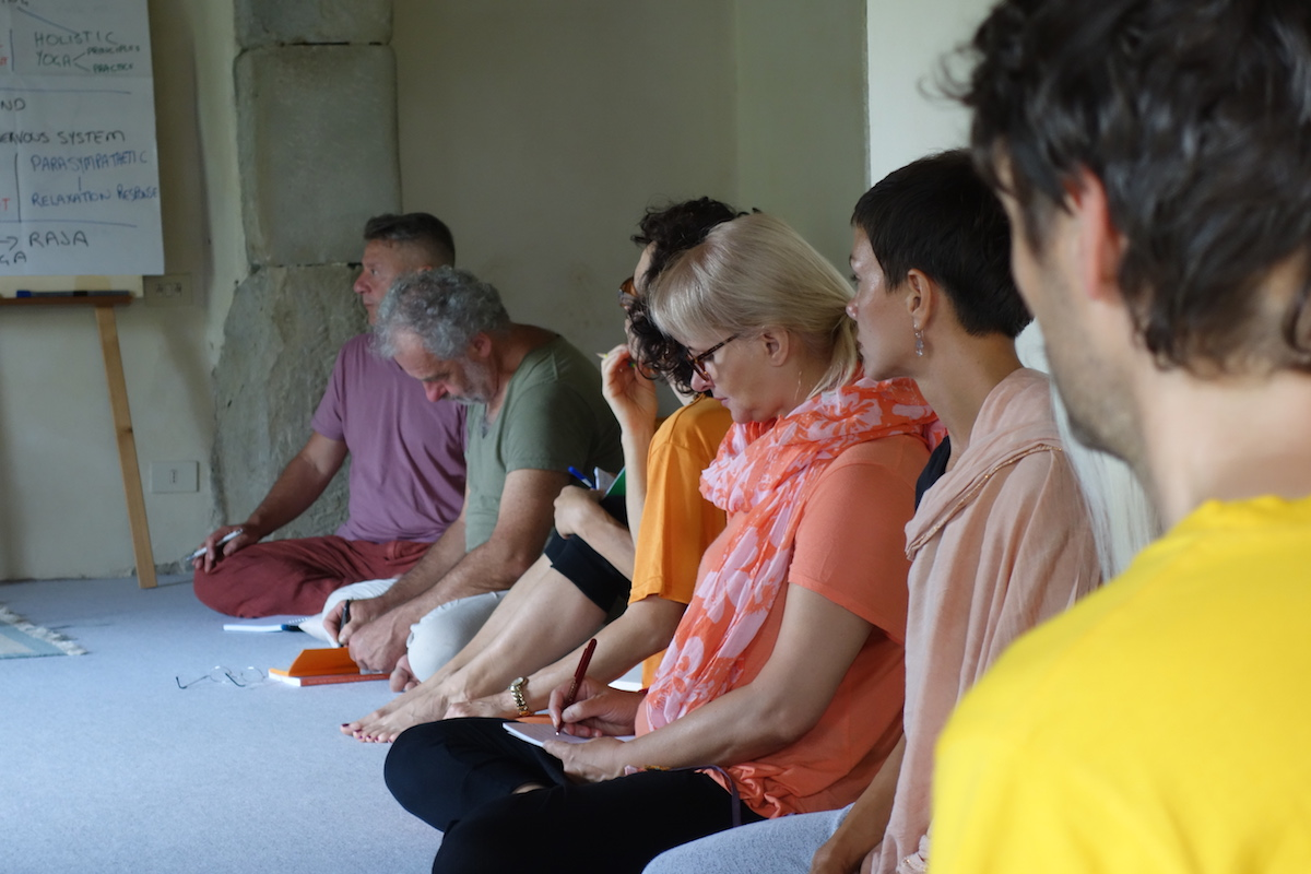 yoga retreat course italy